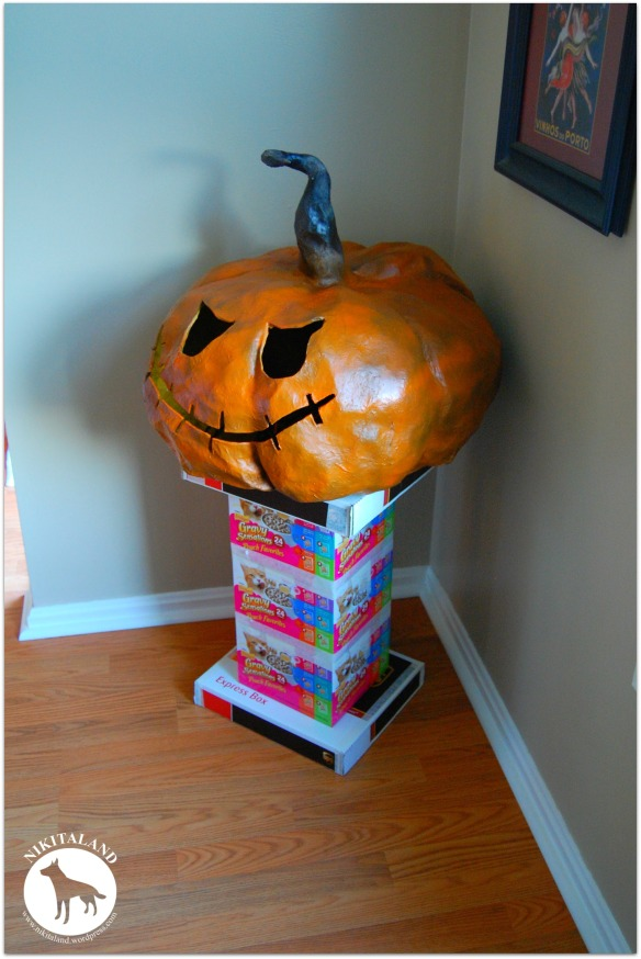 PAPER MACHE STAND WITH PUMPKIN